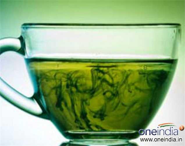 Trà xanh giàu chất chống viêm, chống lão hóa và chống oxy hóa, là đồ uống tốt nhất để tăng cường mức độ SPF. Uống trà này ít nhất hai lần trong một ngày cho sức khỏe tốt hơn.