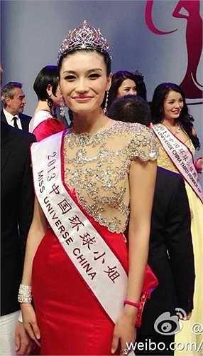5 năm trở lại đây, việc các cuộc thi nhan sắc tại Trung Quốc bị chỉ trích vì dàn thí sinh xấu đều đã trở thành chuyện thường ngày ở huyện. Nhiều cư dân mạng cho rằng, các cuộc thi đang chạy theo số lượng, bỏ qua yếu tố chất lượng. Đơn giản như cuộc thi Hoa hậu Hoàn vũ Trung Quốc, 3 năm liên tiếp tổ chức đều bị chỉ trích vì Hoa hậu quá xấu. Năm 2013, cô gái đến từ Hà Bắc có chiều cao 1,78 m - Cận Diệp (ảnh) đăng quang ngôi vị Hoa hậu. Nhưng khán giả thất vọng hoàn toàn với kết quả này.