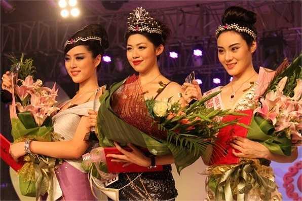 Cuộc thi Hoa hậu Trung Quốc được đánh giá có chất lượng cao nhất cũng không tránh khỏi việc bị chê cười. Lưu Thần - cao 1,81 m, tới từ Bắc Kinh đăng quang năm 2011 mặc cho dư luận chỉ trích cô không đẹp.