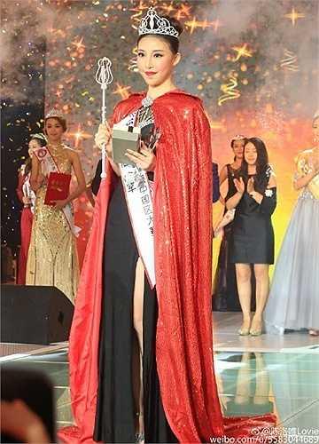 Gần đây, đến lượt Hoa hậu Hoàn cầu Trung Quốc bị mang ra mổ xẻ. Trần Lạc Duy đăng quang Hoa hậu Hoàn cầu Trung Quốc 2015 dù cô sở hữu hàm răng hô và chỉ có thể mím môi trong cả đêm chung kết.