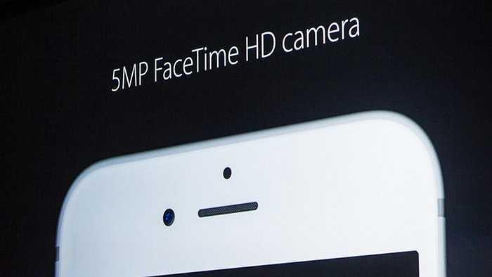 Camera trước cũng thay đổi, tăng lên 5MP và dù không có đèn flash