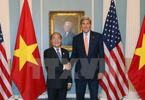 Chủ tịch Quốc hội Nguyễn Sinh Hùng đã có cuộc gặp thân mật Ngoại trưởng Hoa Kỳ John Kerry