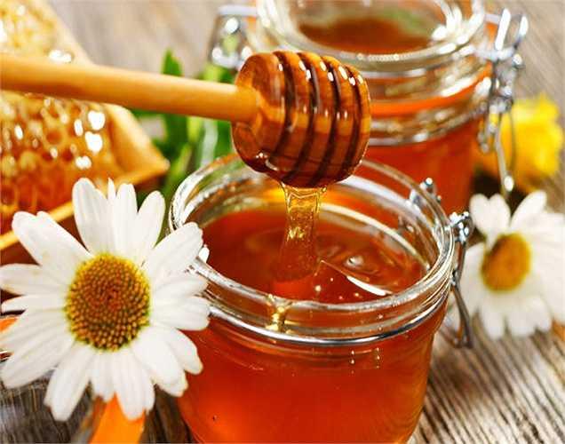 Mật ong: Mật ong là một chất lý tưởng để điều trị chứng mất ngủ. Mật ong có chứa axit amin, tryptophan giúp giấc ngủ ngon. Theo một nghiên cứu ăn 1 muỗng canh mật ong trước khi đi ngủ giúp cải thiện giấc ngủ.