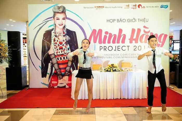 Hai học trò nhỏ của Minh Hằng mang đến một tiết mục nhảy múa thay cho lời kết thúc chương trình. (Trung Ngạn)
