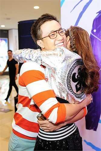 Bạn diễn Lương Mạnh Hải đến chúc mừng dự án mới của Minh Hằng.