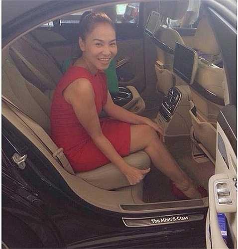 Thu Minh là nữ ca sĩ có rất nhiều siêu xe hạng sang. Năm 2013, thông tin Thu Minh được chồng Tây tặng siêu xe 6 tỷ dịp Noel gây bất ngờ cho công chúng. Đây là siêu xe mang tên riêng đầu tiên tại Việt Nam, được thiết kế riêng biệt và hoàn toàn không đụng hàng.