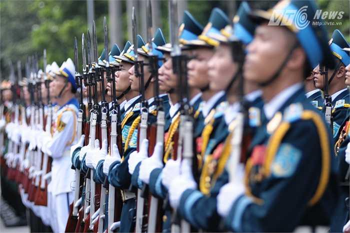 Đội danh dự Quân đội nhân dân Việt Nam chuẩn bị cho lễ đón
