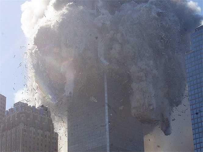 Tòa tháp phía Bắc sập sau vì bị đâm ở tầng cao hơn