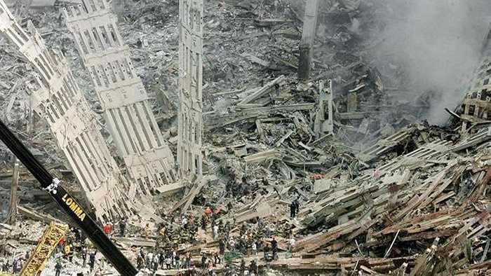 Đống đổ nát còn lại sau vụ khủng bố