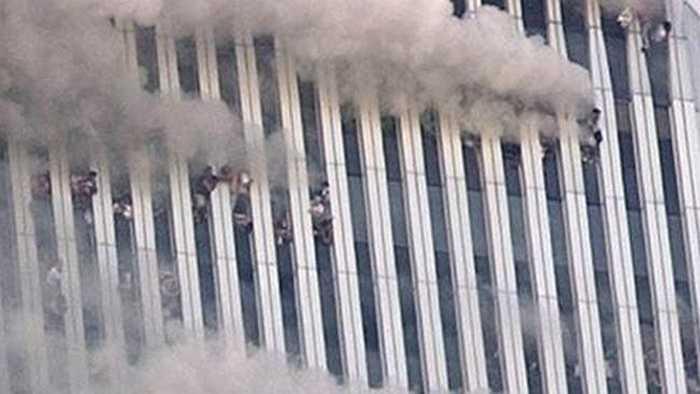 Nhiều người chọn phương án nhảy khỏi tòa nhà hàng chục tầng để tìm may mắn thoát khỏi thần chết
