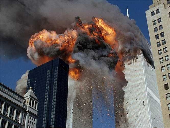 Quả cầu lửa bốc cao khi xảy ra vụ khủng bố