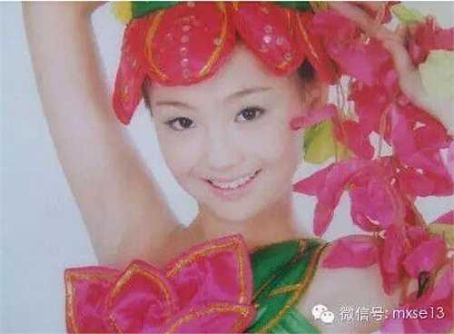 Khi bức ảnh thời ấu thơ của Trịnh Sảng được fan hâm mộ 'khai quật', nhiều người đã tỏ ra ngỡ ngàng với vẻ đẹp trong sáng, nụ cười tươi rạng rỡ của cô nàng.