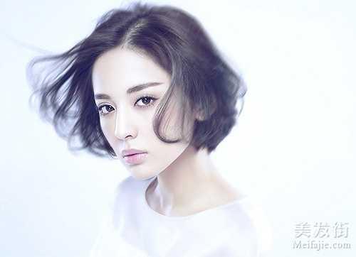 Na Trát được đánh giá là diễn viên trẻ có thực lực của điện ảnh Hoa ngữ. Chuyện tình giữa cô và 'đại Boss' Trương Hàn vừa công khai trong tháng 8 không nhận được sự ủng hộ của fan.