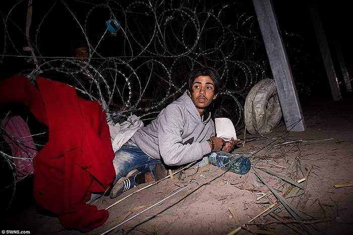 Nhưng điểm đến cuối cùng, ước mơ của họ là châu Âu vì vậy họ vẫn bất chấp tất cả để vượt biên