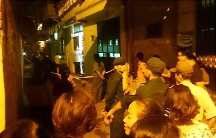 Một vụ nổ lớn vừa xảy ra tại ngõ Thông Phong, Hà Nội. Thông tin ban đầu, đã có 1 người chết, 1 người bị thương được đưa đi cấp cứu.