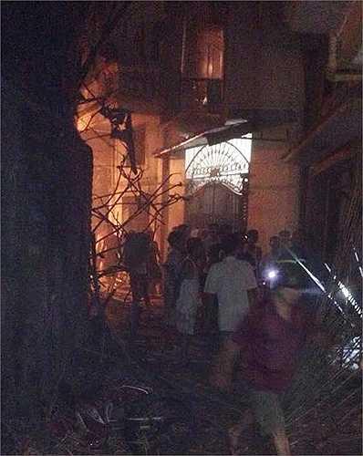 Hiện trường ngôi nhà xảy ra vụ nổ.