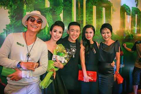 Đến tham dự buổi ra mắt bộ phim còn có sự góp mặt của diễn viên Khương Ngọc, Việt Trinh và nhà báo Trác Thúy Miêu.
