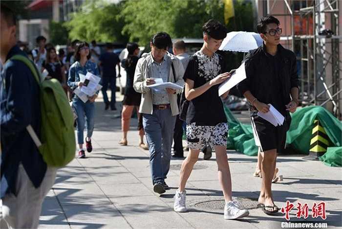 Học viện như ngày hội nam thanh nữ tú trong ngày tân sinh viên nhập học. BFA là bước khởi đầu vững chắc cho thành công trong lĩnh vực điện ảnh của giới trẻ Trung Quốc. Ảnh: CFP.