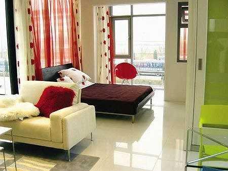 Bên cạnh đó, căn hộ Dynasty Heights được Xa Thi Mạn mua năm 2011 giá 18 triệu HKD (51 tỉ đồng) giờ đã có giá 25 triệu HKD (72 tỉ đồng).