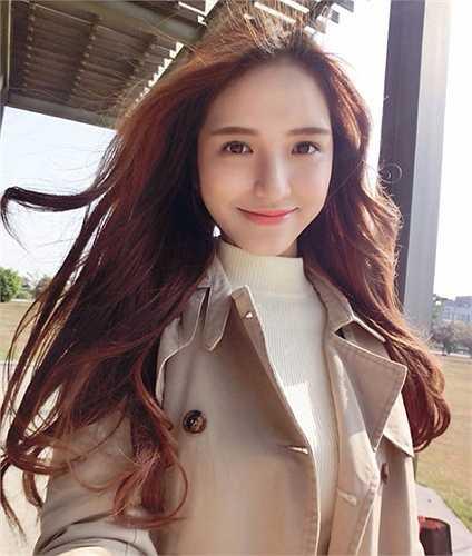 Dù không có nhiều hoạt động quảng bá về sắc đẹp nhưng nhiều cô gái ở ĐH Vũ Hán vẫn trở thành thần tượng và 'nổi như cồn' trên các trang mạng xã hội như 'nữ thần bóng rổ' Hoàng Xán Xán, bông hồng lai Aileena...