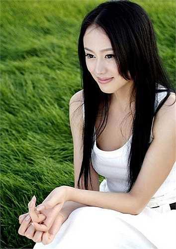Ngoài ra, sinh viên trường ĐH Truyền thông Trung Quốc cũng khá đa tài nên nhanh chóng nhận được sự chú ý của mọi người như Hu Yue, Đới Phi Phi...