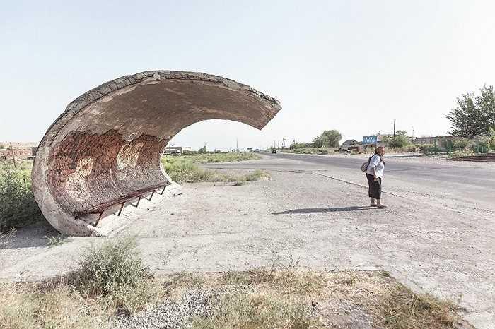 Nhà chờ lượn sóng ở Echmiadzin, Armenia