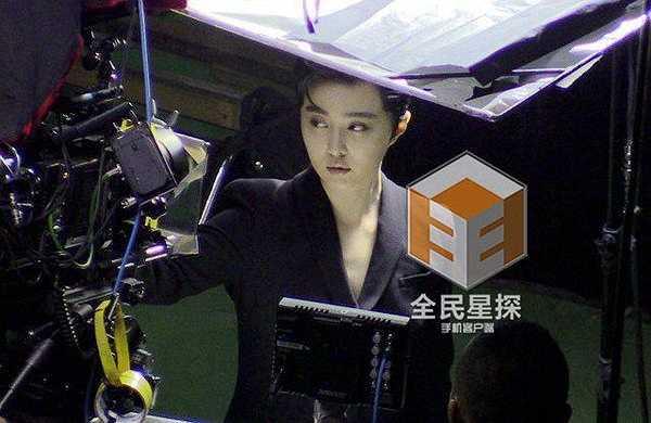 Mới đây, cánh phóng viên của Phong Hành Studio vừa chụp được hình ảnh Phạm Băng Băng và Lý Thần tại studio chụp hình