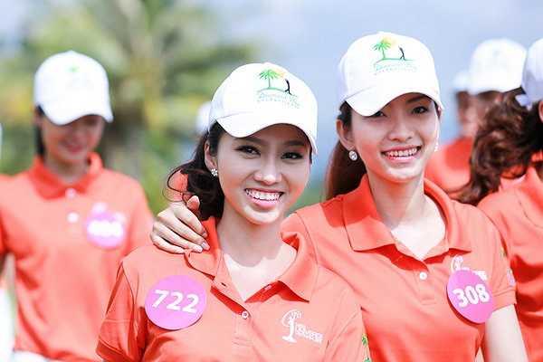 Đúng 8h giờ sáng, các thí sinh rạng rỡ trong bộ đồng phục năng động để tham gia hoạt động chơi golf tại Diamond Bay resort
