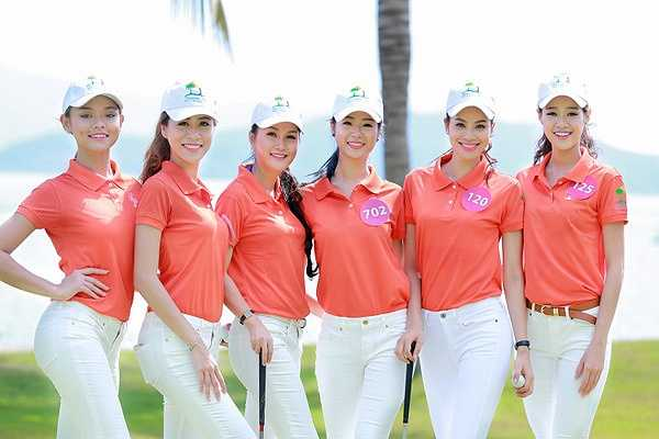 Có những thí sinh từng chơi golf nên thao tác rất chuyên nghiệp và hào hứng.