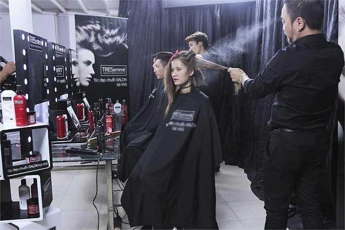 Trong thử thách chụp hình tiếp theo, các thí sinh sẽ phải khoác lên mình trang phục với chủ đề 'Mùa ấm – Mùa yêu thương'.