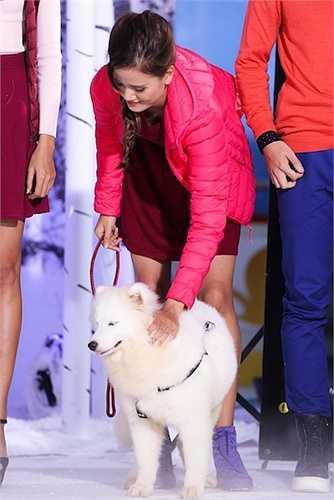 Lần này, Quang Hùng và Kha Mỹ Vân sẽ giữ vai trò là những người bạn diễn của với các thí sinh trong shoot ảnh quảng cáo cho chiến dịch của một thương hiệu thời trang.