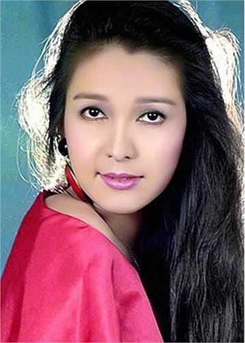 Năm 17 tuổi, Diễm My đã sở hữu vẻ đẹp hơn người. Nhờ lợi thế này mà con đường nghệ thuật của cô luôn rộng mở.