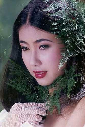 Hà Kiều Anh sinh năm 1976 trong một gia đình gia thế tại Hà Nội. Cô đăng quang Hoa hậu toàn quốc báo Tiền Phong năm 1992. Ở cô hồi trẻ khán giả luôn thấy được nét trẻ trung, rạng ngời và tỏa sáng.  Nguồn: danviet.vn