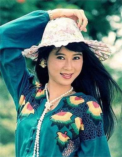 'Nữ hoàng ảnh lịch' Diễm Hương từng là cái tên hút khách số một cho các phòng vé ở thời kỳ đỉnh cao những năm 90.