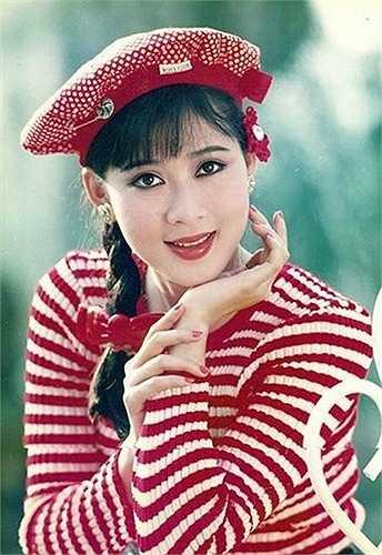 Diễm Hương từng được coi là 'Đệ nhất mỹ nhân' của điện ảnh Việt Nam trong suốt một thời gian dài. Ở cô khán giả thấy toát lên vẻ đẹp hiền hậu, quý phái ngay từ khi còn trẻ.