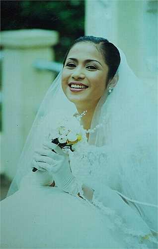 'Người đẹp Tây Đô' Việt Trinh cũng sở hữu vẻ đẹp và sức hút khó cưỡng ở vào độ tuổi đôi mươi.