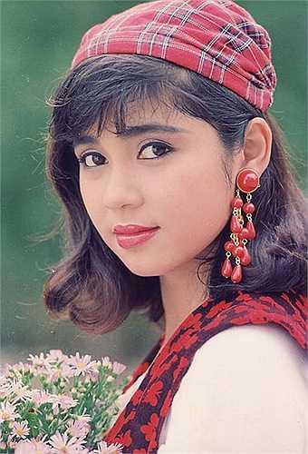 Từng không được đánh giá cao về vóc dáng so với các ngôi sao cùng thời, nhưng chính gương mặt phúc hậu và điềm đạm của Việt Trinh đã giúp các vai diễn của cô ghi dấu ấn trong lòng khán giả.