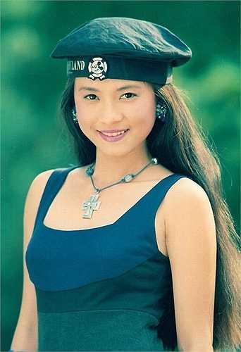 Ngọc Hiệp sở hữu vẻ đẹp nhẹ nhàng, giản dị khi còn trẻ. So với các đồng nghiệp cùng thời, cô được coi là một trong số ít những nữ diễn viên hiếm hoi còn gắn bó với nghệ thuật đến tận bây giờ.