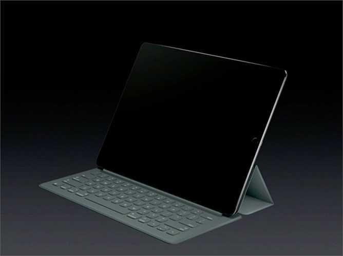 10. Bàn phím thông minh (Smart Keyboard). Đây là một sự thay đổi đáng kể với iPad. Mặc dù phải bỏ ra khoảng 199 USD để mua một phụ kiện nhưng rõ ràng, bàn phím thông minh đã biến iPad thành một chiếc MacBook tuyệt vời. (Mặc dù khó so sánh về hiệu năng)