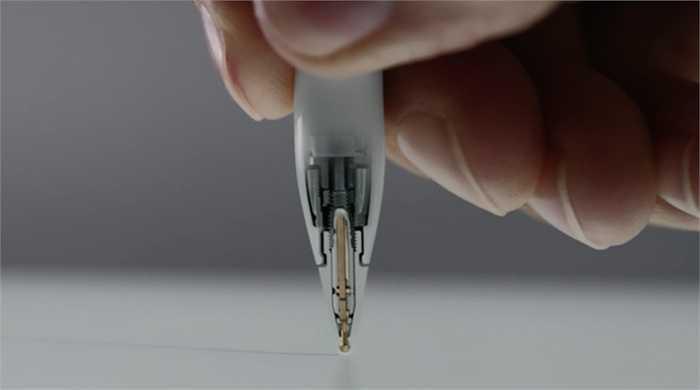 1. Apple Pencil. Đây mới chính là lý do quan trọng nhất để sở hữu iPad Pro đó là Apple Pencil. Màn hình 12,9 inch là địa điểm quá tuyệt vời để chiếc bút chì này có thể 'nhảy múa'