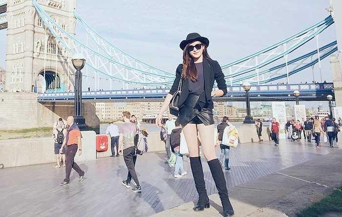 Á hậu Huyền My vừa lên đường sang Luân Đôn trong một chuyến công tác từ đêm qua.