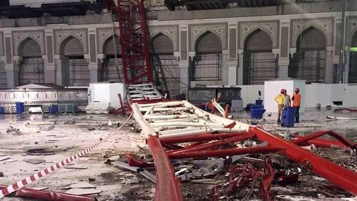 Chiếc cần cẩu sập xuống Đại Thánh đường ở Mecca