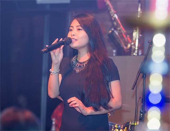 Kiều Anh hát 'Dệt tầm gai'