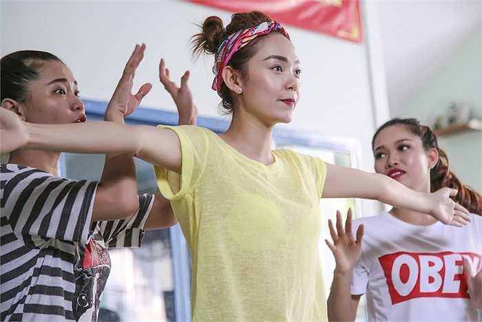 Liên khúc nhạc kịch tái hiện lại câu chuyện thật từ cuộc đời của Minh Hằng, từ lúc còn là cô gái đôi mươi ôm mộng làm nghệ thuật đến khi tỏa sáng, ghi dấu ấn trong lòng khán giả.