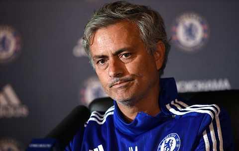 Ghế nóng của Mourinho sẽ lung lay dữ dội nếu Chelsea không có điểm trước Everton.