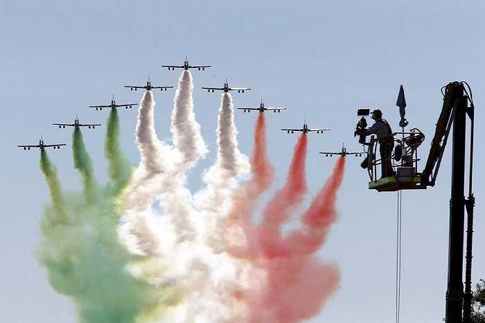 Màn trình diễn ngoạn mục của đội bay trình diễn Freccie Tricolori của Italia trong lễ khai mạc giải đua F1 Grand Prix