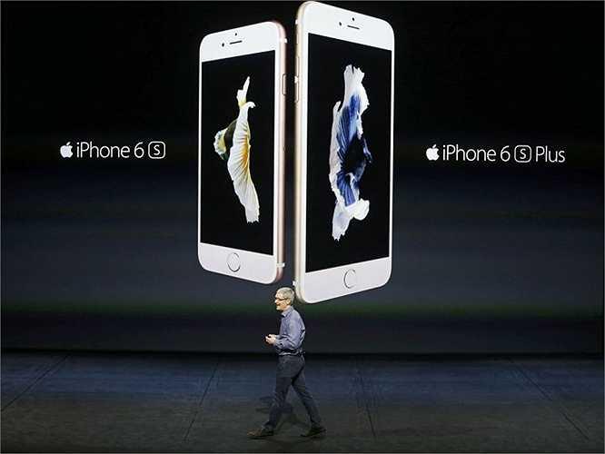 Giám đốc điều hành Tim Cook của Apple giới thiệu iPhone 6S và iPhone 6S Plus trong sự kiện ra mắt sản phẩm mới tại San Francisco, California
