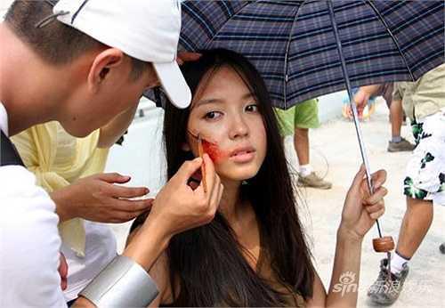 Sau khi giành được vương miện hoa hậu, Trương Tử Lâm tham gia vào làng giải trí. Cô cũng là một trong những người mẫu hàng đầu của làng thời trang Trung Quốc. Cô thường xuất hiện trước công chúng với gương mặt đẹp hoàn hảo không tì vết, rạng ngời, tươi sáng. Ngắm nhìn mỹ nữ họ Trương, không ít người hâm mộ tự hỏi liệu sau khi gột bỏ lớp phấn son, cô có còn giữ được nhan sắc hoàn mỹ tựa nữ thần?