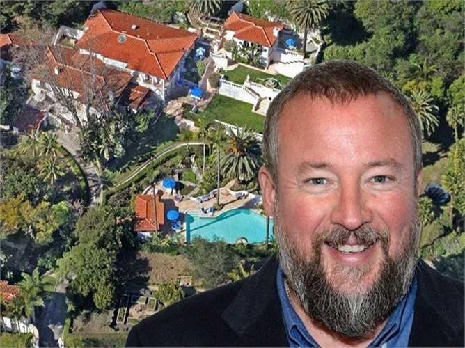 Phó tướng của Media, Shane Smith vùi mình trong những tiện nghi ở biệt thự sang trọng ở Santa Monica, California của mình
