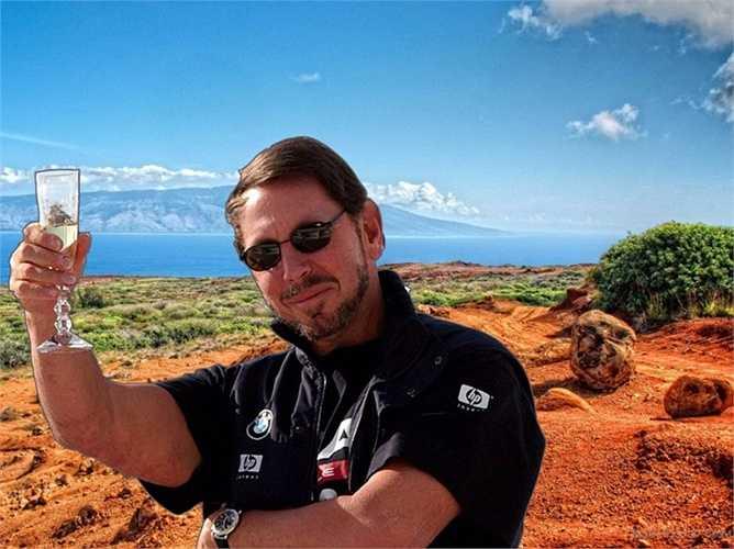 Larry Ellison - CEO của Oracle thì dành cả mùa hè để 'thăm lại' các bất động sản của mình, trong đó có hòn đảo Lanai - nơi ông dành ra khoảng 500 triệu USD để mua lại